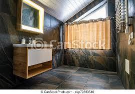 badezimmer vorhang spiegel gekachelt schwarz wände