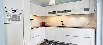 sachsenküchen musterküche l förmige küche in weiß mit glas