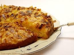 buttermilchkuchen mit mandeln chili und ciabatta