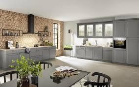 graue küche im landhausstil mit vitrinen nolte kuechen