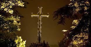 La Difference Entre Le Monde Daujourdhui Base Sur Un Fonctionnement Uniquement Materialiste Et Authentiquement Chretien Celui Du Dieu