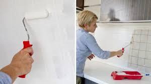 crédence cuisine à coller sur carrelage revêtement cuisine sol murs crédence carrelage béton ciré