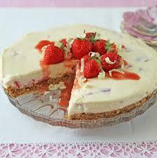 White Chocolate & Strawberry Cheesecake