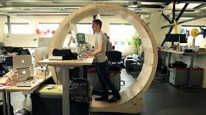 travailler dans les bureaux 4 astuces pour se fabriquer un bureau debout à moindre coût stimul