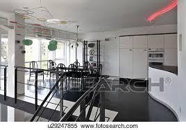 schwarz fussboden in modernes großraum dachgeschoss