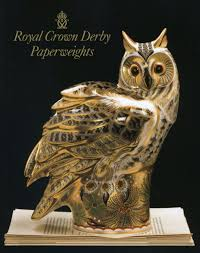 Royal Crown Derby Paperweights: Amazon.co.uk: Ian Cox ... Winter Owl Paperweight Royal Crown Derby Collection Rspb Shop A Large Prestige Edition Paperweight Long Eared The Barn Gift 91papbox62729_07jpg Lot 250 Printed Mark Colctables Exclusive Collections Robin Happy Birthday Bear A Beswick Owl 1046 2 Porcelachina Pottery Porcelain Glass