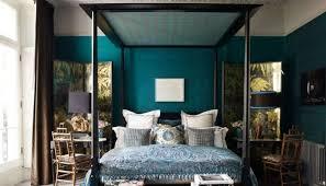 d馗o chambre bleu canard peinture murale deco bleu canard lit a baldaquin coiffeuse linge