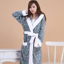 robe de chambre tres chaude pour femme passez l hiver au chaud avec le peignoir femme polaire