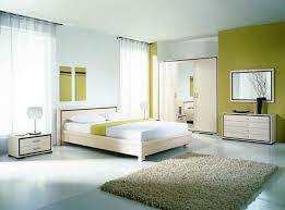 feng shui schlafzimmer in weiß und grün teppich bett