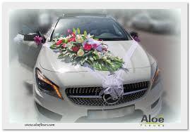 décoration florale de voitures de mariés en photos