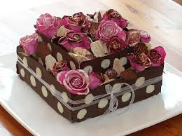 Pretty roses and chocolate cake