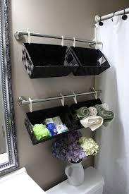 ideen aufbewahrung koerbe badezimmer schwarz grau modern