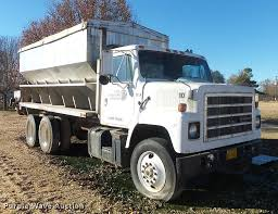1988 International S2200 Fertilizer Tender Truck | Item DB73...