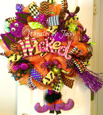 Burlap Mardi Gras Door Decorations by Pin Lisääjältä Wreaths By Jacky Taulussa Halloween Wreaths Pinterest