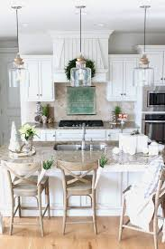 kitchen table chandeliers how many pendant lights island