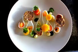 dressage des assiettes en cuisine assiette créative poisson petits légumes mac aron en aparté