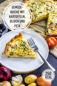 vegetarische quiche mit kartoffeln oliven tomate und käse