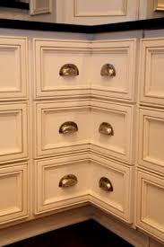 Shaker Cabinet Hardware Placement by Creative Juice