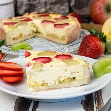 erdbeer rhabarber pudding käsekuchen mit apfelboden