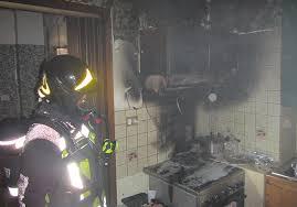 küche brennt in bozner mehrfamilienhaus kleinkinder und