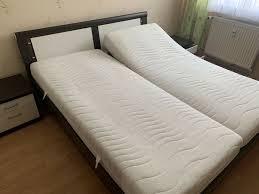 kröger doppelbett mit matratzen lattenrost mit nachtschränkchen