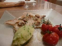 cuisiner une raie recette aile de raie poêlée et beurre infusé aux palourdes