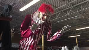 Halloween Express South Austin by Spirit Halloween 2017 Creepy Towering Clown Youtube