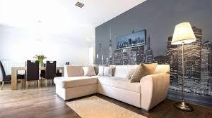 graues sofa beige wand caseconrad