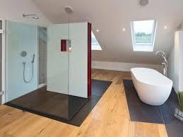freistehende und offene duschen baqua