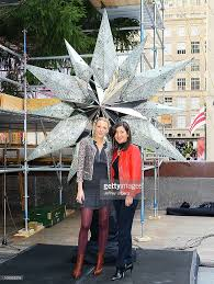 Rockefeller Plaza Christmas Tree Location by Blake Lively Unveils Swarovski Star To Crown The 2010 Rockefeller