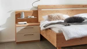 interliving schlafzimmer serie 1013 nachtkommode mit aufsatz balkeneiche sand zweiteilig