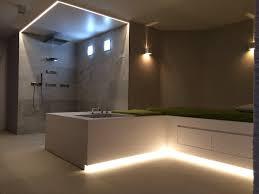 modernes bad mit indirekter beleuchtung bps bucher