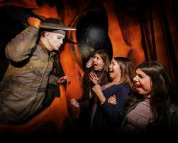 Halloween Mazes In Los Angeles Ca by Here Are All The Big Halloween Attractions In Southern California