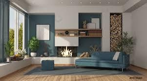 foto auf lager blaues und weißes wohnzimmer mit kamin