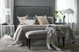 elegante sitzbank mit samtbezug und nieten grau