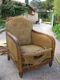 recouvrir un fauteuil club fauteuil club restauration d un vieux fauteuil un ptit coin