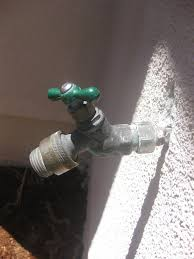 Fix Leaking Bathtub Faucet by Plumbing How Can I Fix A Leaking Outdoor Faucet With Broken