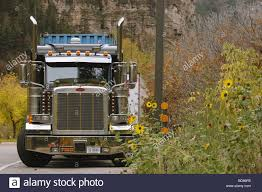 18-Wheeler Big Rig Truck Stock Photo: 25337743 - Alamy