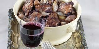 cuisiner le coq coq au vin facile recette sur cuisine actuelle