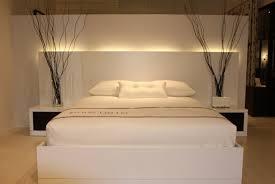chambre a coucher design la chambre à coucher se pare de blanc léger design