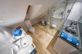 badezimmer en suite angrenzendes schlafzimmer