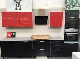 küche küchenzeile mit e geräte 340cm front hochglanz schwarz rot