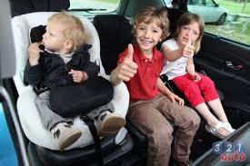 peut on mettre 3 siege auto dans une voiture essai auto dacia lodgy quitte ou 321auto