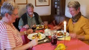 herbstliche köstlichkeiten am mittagstisch für senioren