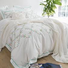 Wholesale White Embroidered Bedding Set 4 Queen King Size 100