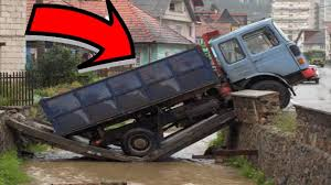 Funny-Accident-trucks-driving-fails-pictures-images-11 - Mojly