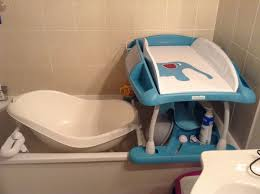 bebe confort table a langer table à langer qui se pose sur baignoire grossesse et bébé