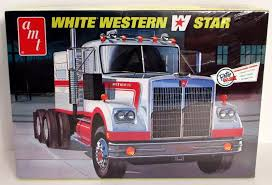 White Western Star Truck AMT 724 1/25 Truck Model Kit | Shore Line Hobby