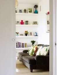 blick in ein wohnzimmer braunes sofa bild kaufen