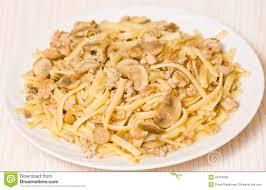 pâtes avec le chignon et la viande hachée photo stock image